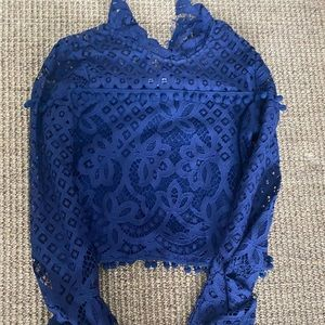 Tularosa blue cropped blouse w lace detail